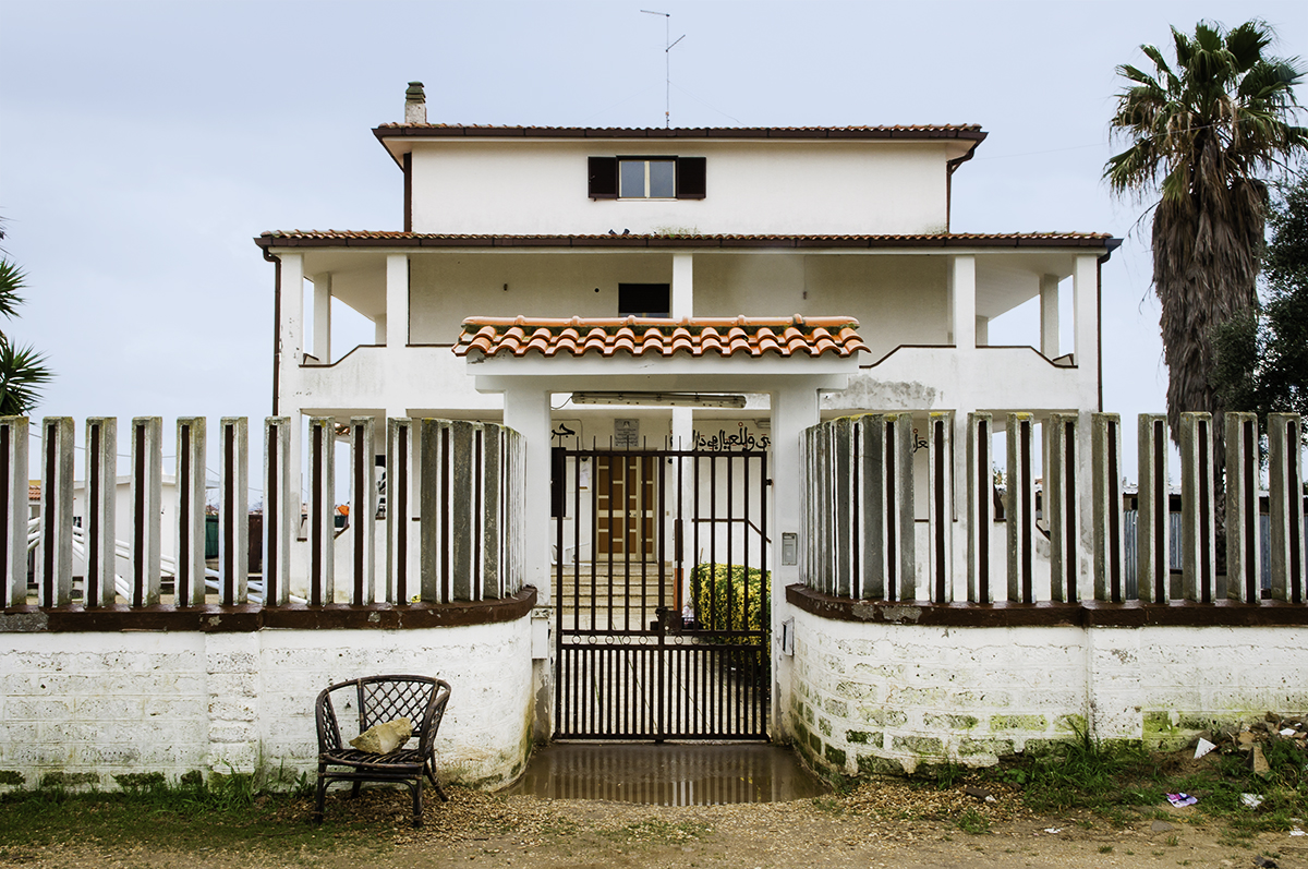 The Dahira is located in the outskirts of Ladispoli (Rome). The Dahira hosts Cheick Moustapha Mbacké and his family. The Cheick is a direct descendant of Serign Ahmadou Bamba, founder of the Muridiyya brotherhood in the 19th Century.